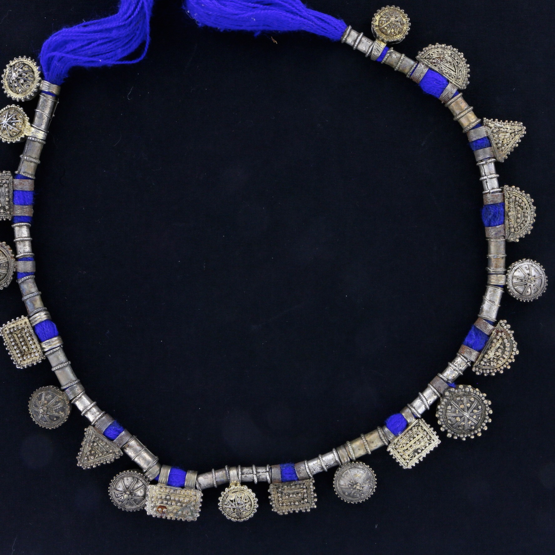 Exceptional necklace with 20 telsum charms 02 03 522