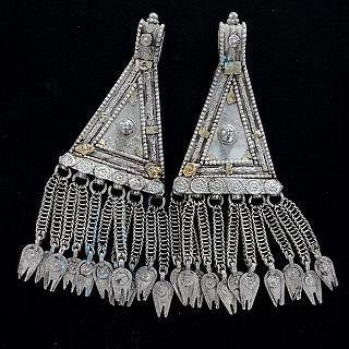 Pair of Yemeni triangular pendants 03.05.1311