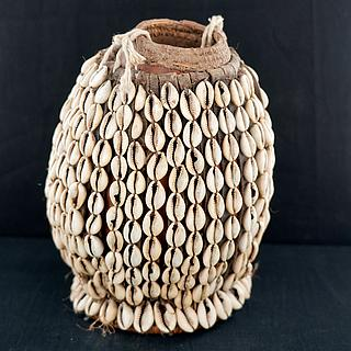 Ethiopian gourd covered with cowries 09.04.1748