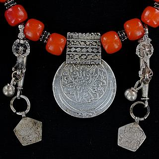 Yemeni necklace with heavy Yemeni silver coin 03.01.1298