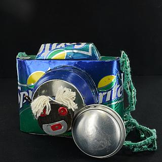 Camera made out of beer & soft drink cans 24.04.937