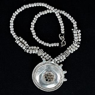 Yemeni silver necklace with central medallion 03.01.1329