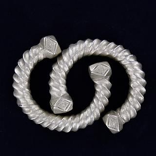 Pair of twisted Weest African bracelet 01.02.829
