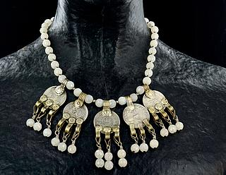 Yemeni necklace with white beads and small silver coins 03.01.1295