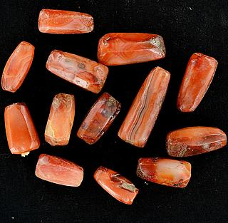 Set of 13 antique carnelian beads 05.04.968