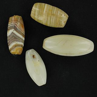 Set of 4 white agate beads 05.04.970