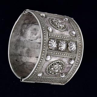 Extremely fine decorated Ethiopian silver bracelet 02.02.430