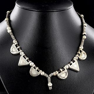 Nice necklace with 3 half-moon and 3 triangle Telsums 02.03.503