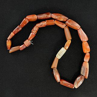 Necklace with facet cut agate beads 05.04.942