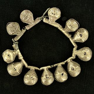 Bracelet or anklet with 12 antiques brass bells 13.02.1422