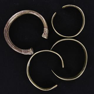 Set of 4 small West African bracelets 01.02.837