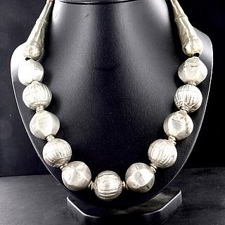 Ethiopian necklace with 12 Muria beads 02.03.518