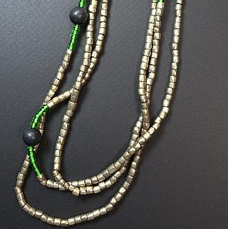 Ethiopian necklace wit small silver alloy beads 02.03.032