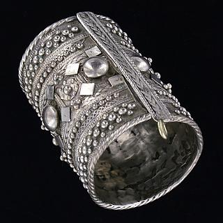 Large hinged  Rashaïda cuff 02.01.421